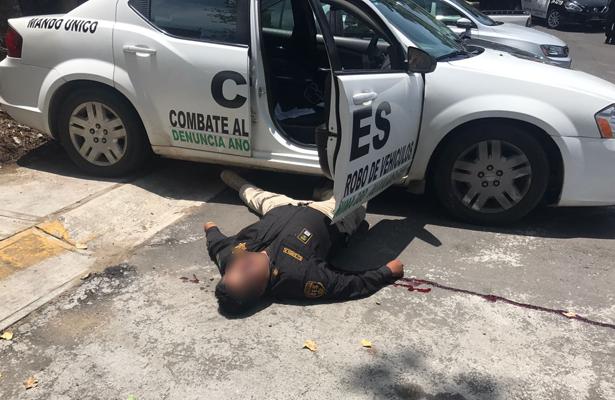 Hombres armados asesinan a dos policías en Naucalpan, Edomex