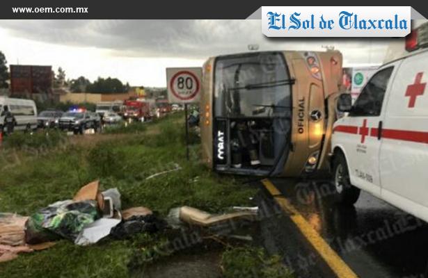Vuelca camión escolar en Tlaxcala, hay 55 estudiantes heridos