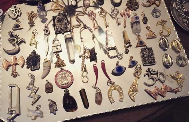 con amuletos y limpias mexicanos buscan liberarse de la mala vibra