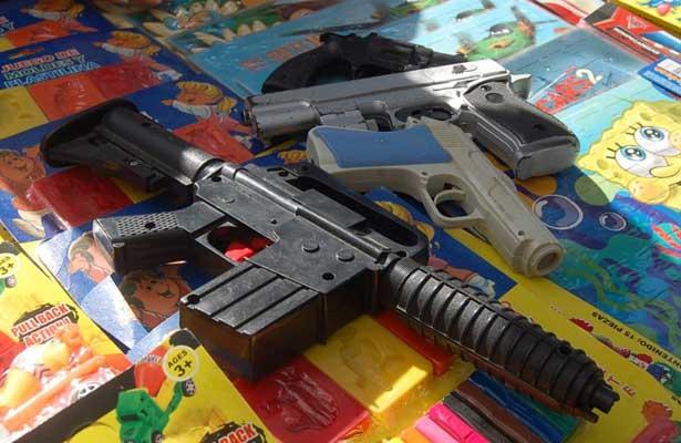 Canjean 35 armas, dos granadas y 546 cartuchos por dinero en Iztapalapa