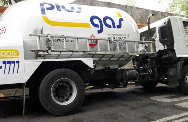 Cae camión en socavón de Coyoacán