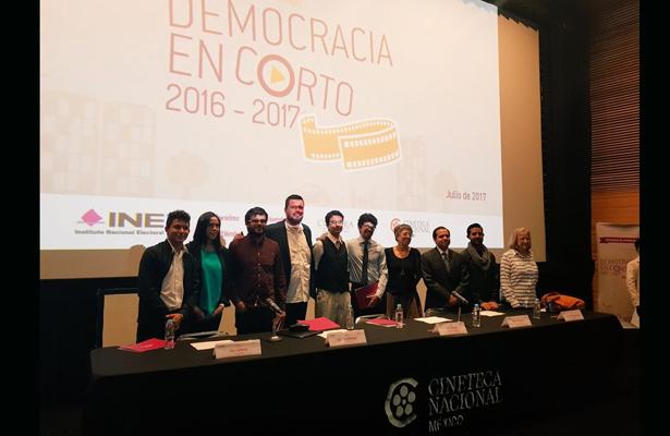 Premia el INE a ganadores del concurso Democracia en corto
