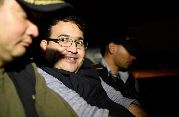 Guatemala extradita a México a Javier Duarte