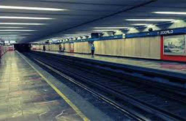 Invidente cae a las vías del metro