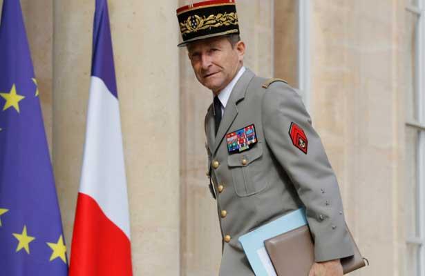 Renuncia jefe de ejército francés por polémica con Macron