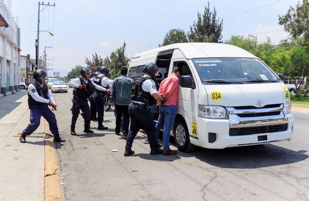 Contra asaltos, equipan combis en Neza con GPS y botón de pánico