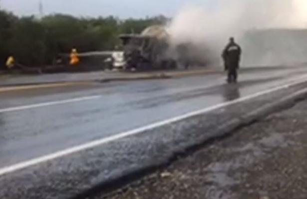 Se incendia cabina de pipa en Tamaulipas