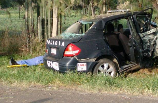 Policía estatal se mata tras estrellarse contra un árbol