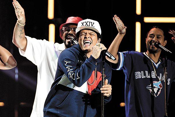 Bruno Mars será honrado en los Teen Choice Awards