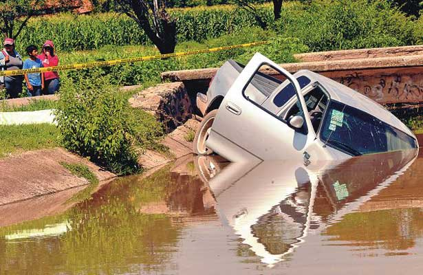 Fallecen dos hombres al caer a un canal de riego