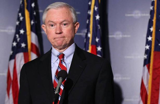 El fiscal general de EEUU dice que han imputado a 4 personas por filtraciones