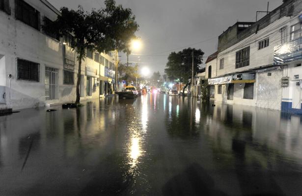 Afecta lluvia más de 150 operaciones en el AICM