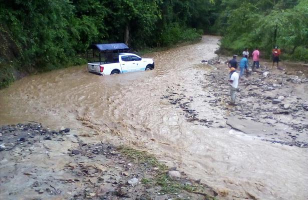 Intensa lluvia deja incomunicadas varias localidades, en Guerrero