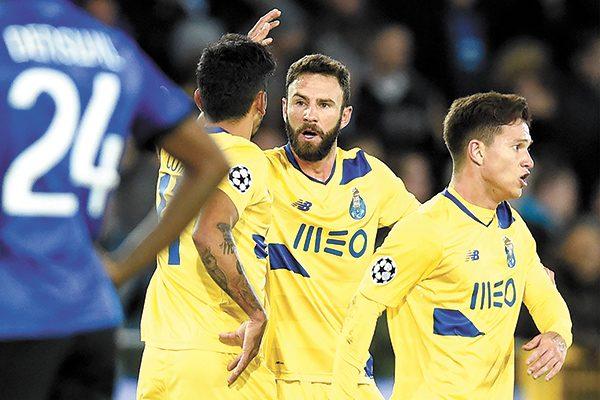 Layún y Reyes buscan actividad con el Porto