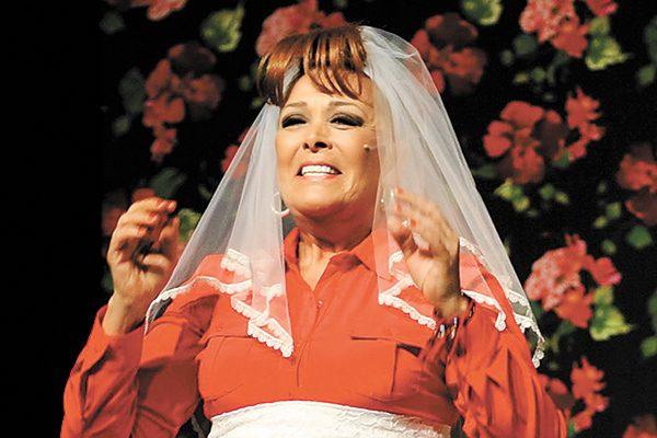 """Sylvia Pasquel celebra tres años de """"No seré feliz, pero tengo marido"""""""