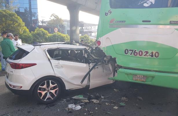 Fuerte accidente provocó caos en Periférico Sur