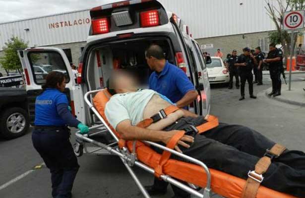 Lucha por su vida tras ser baleado durante asalto, en AGS