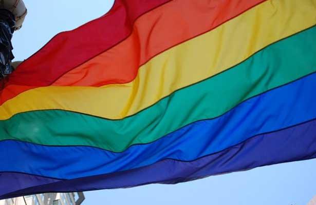 Londres iza por primera vez la bandera arcoíris en Irlanda del Norte