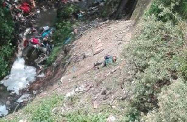 Sobrevive de milagro a la caída en una barranca en Álvaro Obregón
