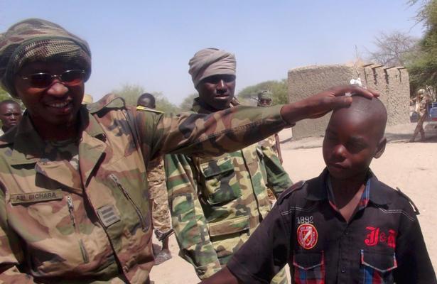 Mujeres y niños realizan los ataques suicidas de Boko Haram