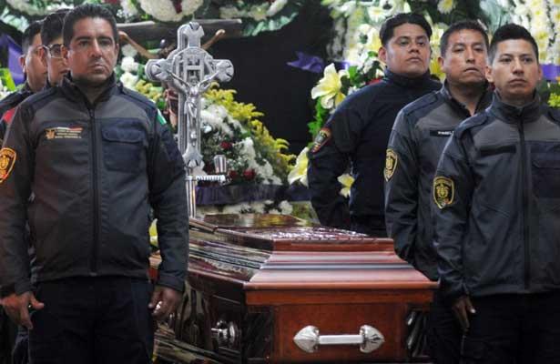 Dan el último adiós al bombero que murió durante rescate en MH