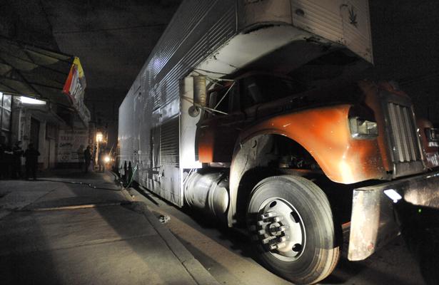 Aseguran camión que abastecía gasolina ilegalmente