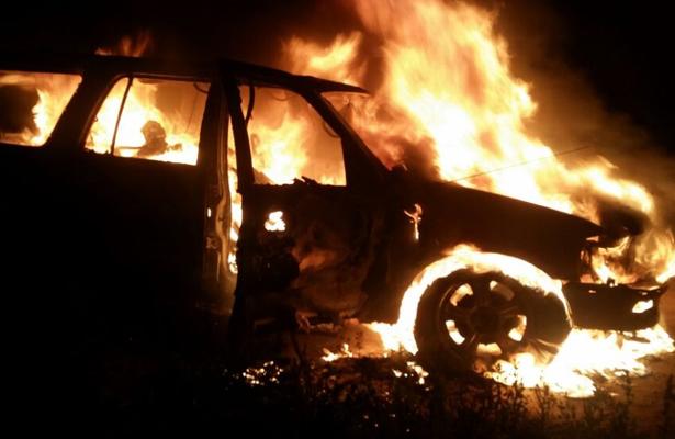 Hallan cuerpos dentro de una camioneta calcinada, en Pachuca