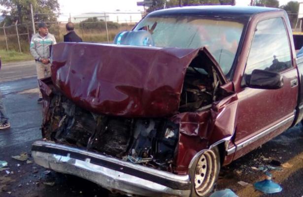 Encontronazo entre transporte público y camioneta deja lesionados, en Huamantla