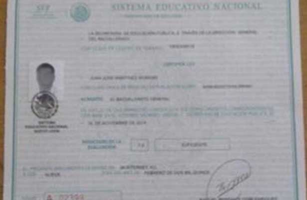 Al 'bote' por presentar un certificado de prepa falso
