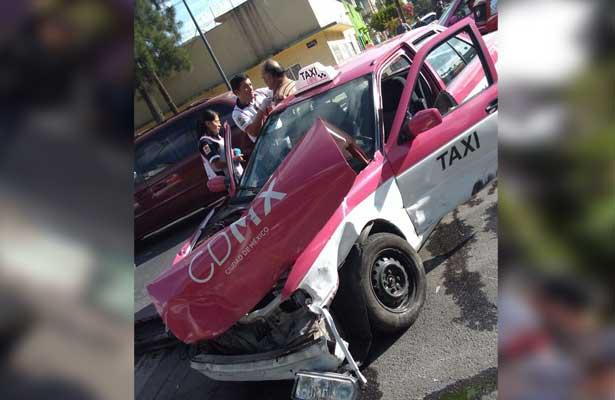 Trágico choque entre taxi y camioneta en la Romero Rubio