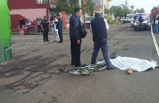 Ciclista muere atropellado por un camión urbano, en AGS