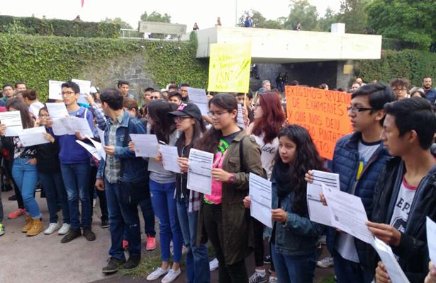 Aspirantes se manifiestan en Ciudad Universitaria