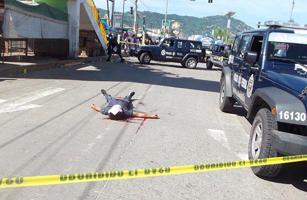 Lo dejan como cedazo con doce tiros en Acapulco