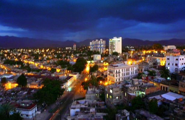 Cuba suspende concesión de licencias a restaurantes privados y alquileres turísticos