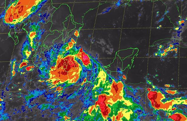 Huracán Franklin disminuye a tormenta tropical