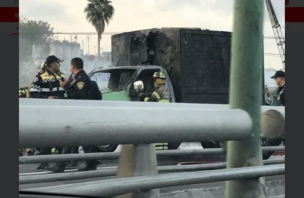 Se incendia camioneta en la Venustiano Carranza