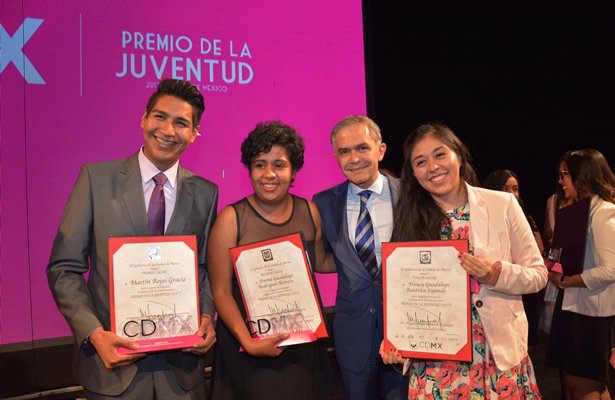 Mancera reconoce a la Juventud de la Ciudad de México