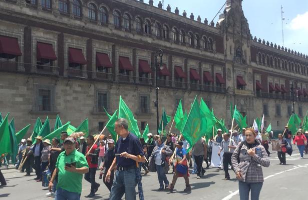 Marcha de campesinos ocasiona caos vial en la Capital