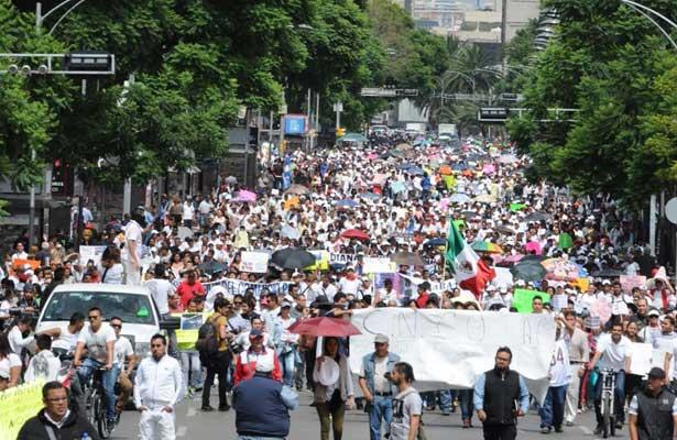 Marcha de comerciantes ambulantes 'asfixian' la ciudad