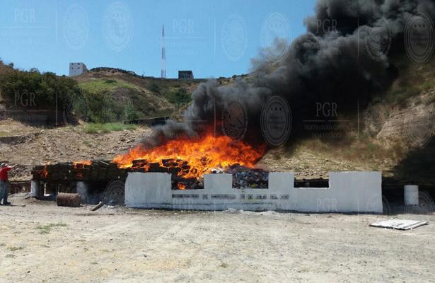 PGR incinera toneladas de narcóticos en Baja California