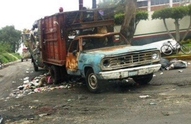 Queman camioneta recolectora de basura en la carretera federal México-Puebla