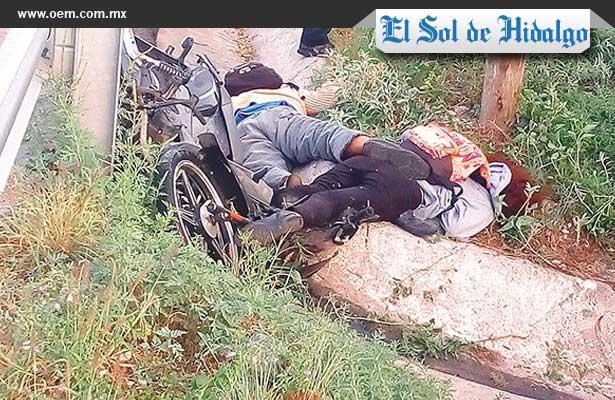 Jóvenes mueren al estamparse con su moto, en Hidalgo