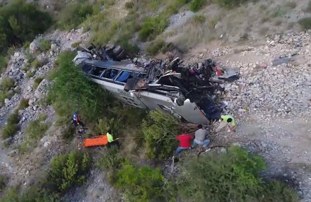 Los cuerpos quedaron regados tras volcadura, nueve murieron