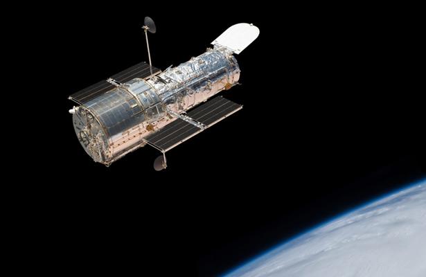 Telescopio Hubble detecta exoplaneta con atmósfera de agua cristalina