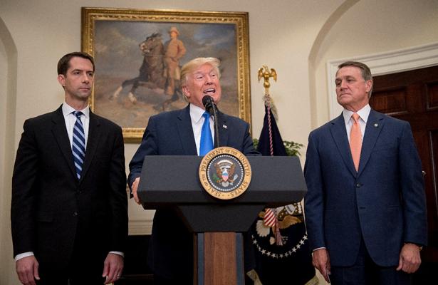Trump apoya un plan para disminuir inmigración legal en Estados Unidos