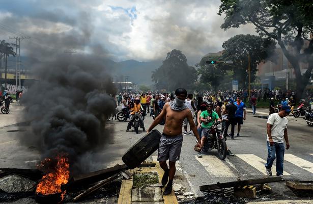 Sancionan con 15 meses de prisión a alcalde opositor de Maduro