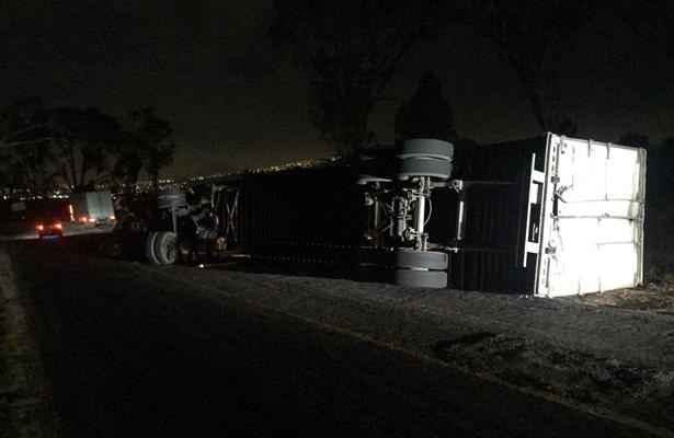 Accidente causa carambola en la México-Puebla