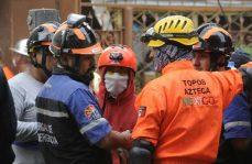 Labores de rescate en Enrique Repsamen esquina Morena