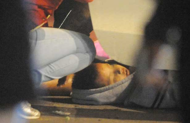 Asesinan a niño ya joven en Buenavista; iban en auto de lujo