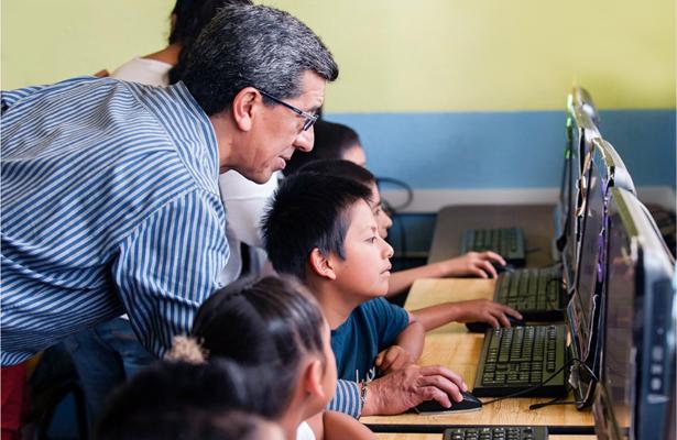 Google y 'UNETE' lanzan programa para capacitar a maestros mexicanos